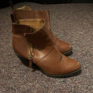 Shoes - Brown low cut boots